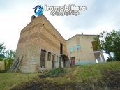 Detached house with garden and barn for sale in Roccaspinalveti, Abruzzo 3