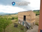 Detached house with garden and barn for sale in Roccaspinalveti, Abruzzo 8