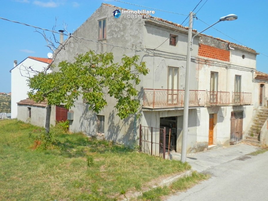 Semi-detached house with garden for sale not far from Trabocchi and Adriatic Sea