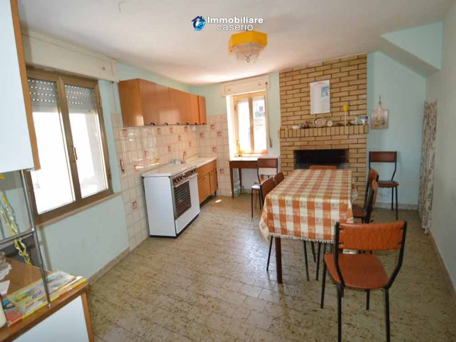 Habitable house for sale in Palmoli, town with Medieval Castle-Museum of Rural Life