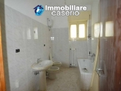 Selling house in Italy with terrace in Aruzzo, Roccaspinalveti 11