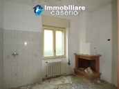 Selling house in Italy with terrace in Aruzzo, Roccaspinalveti 12