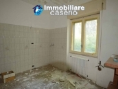 Selling house in Italy with terrace in Aruzzo, Roccaspinalveti 13