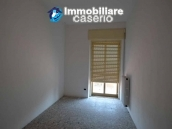 Selling house in Italy with terrace in Aruzzo, Roccaspinalveti 14