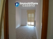 Selling house in Italy with terrace in Aruzzo, Roccaspinalveti 15