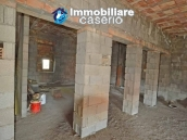 Selling house in Italy with terrace in Aruzzo, Roccaspinalveti 28