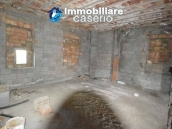 Selling house in Italy with terrace in Aruzzo, Roccaspinalveti 29
