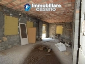 Selling house in Italy with terrace in Aruzzo, Roccaspinalveti 30