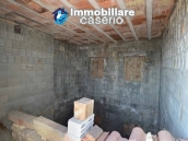Selling house in Italy with terrace in Aruzzo, Roccaspinalveti 32