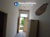 Selling house in Italy with terrace in Aruzzo, Roccaspinalveti 4