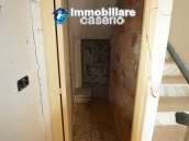 Selling house in Italy with terrace in Aruzzo, Roccaspinalveti 8