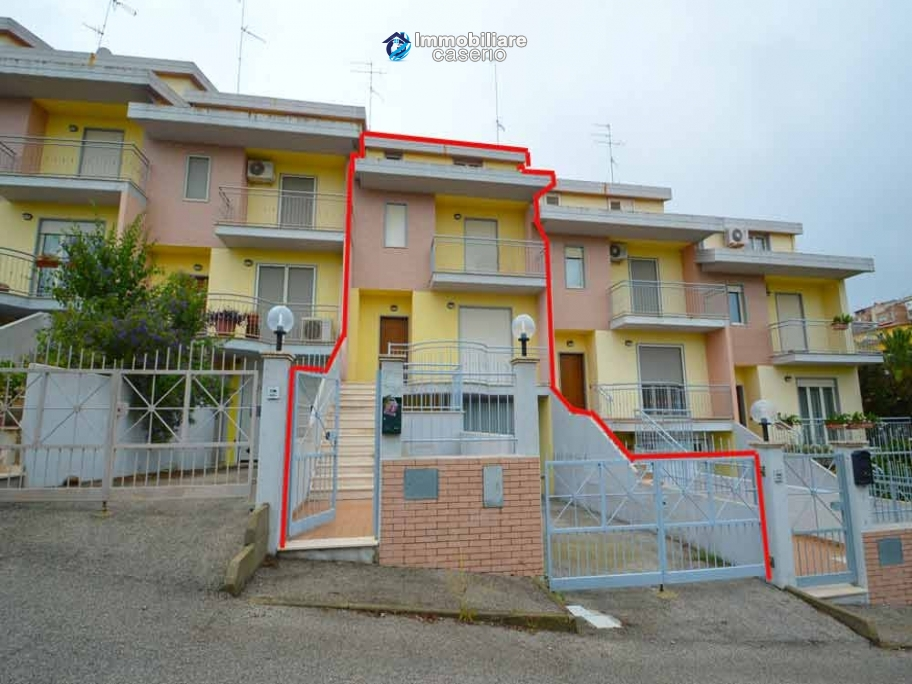 House with sea view a few km from Natural Reserve of Punta Aderci for sale in Cupello