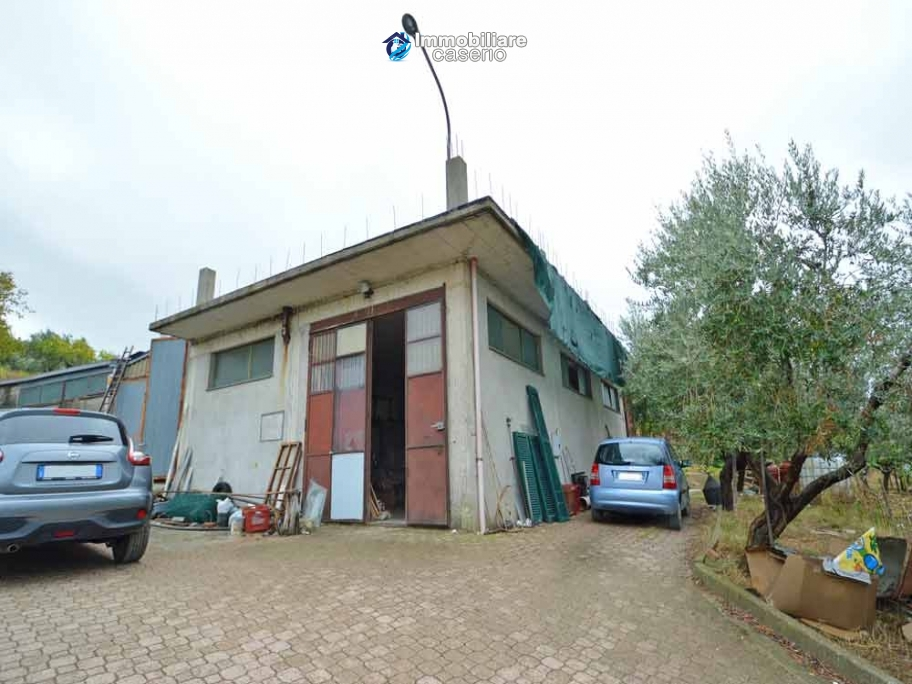 Crafts place with the possibility of turning into residential use with land for sale in Cupello, Italy
