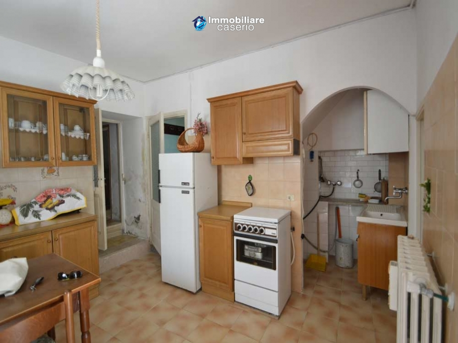 Habitable town house for sale not far from the sea, Molise