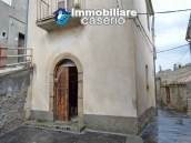 Detached property in the center of Carunchio 36 km away from sea 2