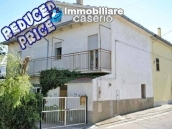 Town house with land for sale in Casalanguida, Abruzzo 1