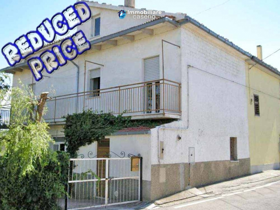 Town house with land for sale in Casalanguida, Abruzzo