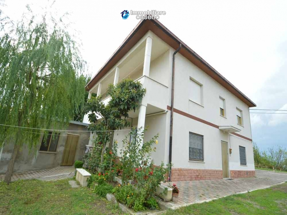 Country house ready to move for sale on Abruzzo hills