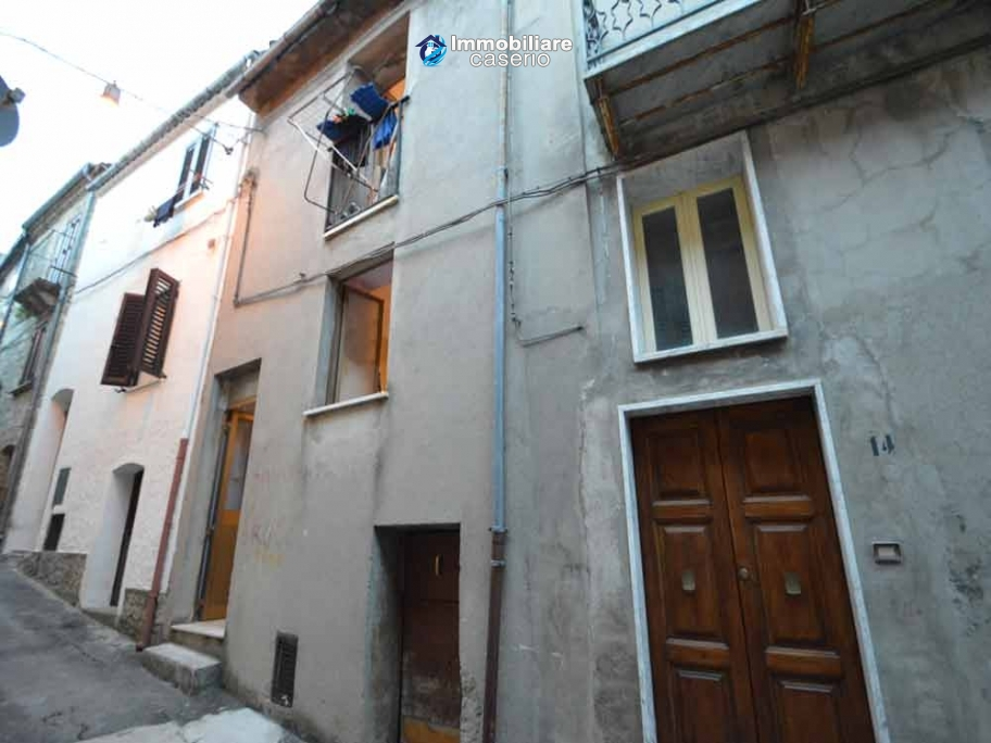Property in the village of Abruzzo for sale in Fraine, Italy
