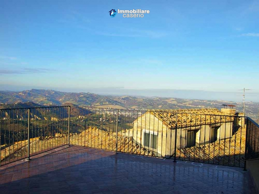 Habitable house with terrace and sea view for sale in Teramo province