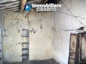 Stonehouse in need of restoration works in Dogliola, Chieti 13