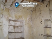 Stonehouse in need of restoration works in Dogliola, Chieti 19