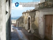 Stonehouse in need of restoration works in Dogliola, Chieti 4