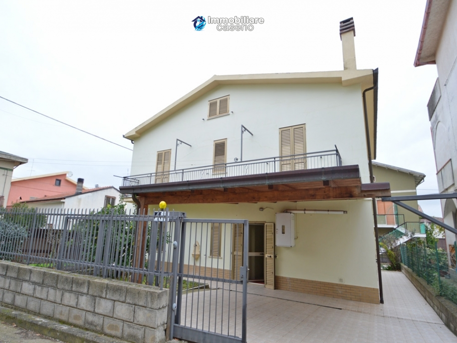 House with a garden divided two apartments for sale Casalbordino, Abruzzo, Italy