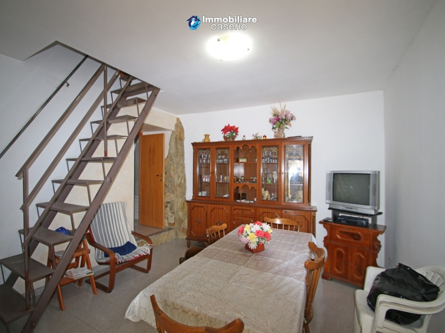 Renovated house with garden and garage for sale in Abruzzo, Fresagrandinaria