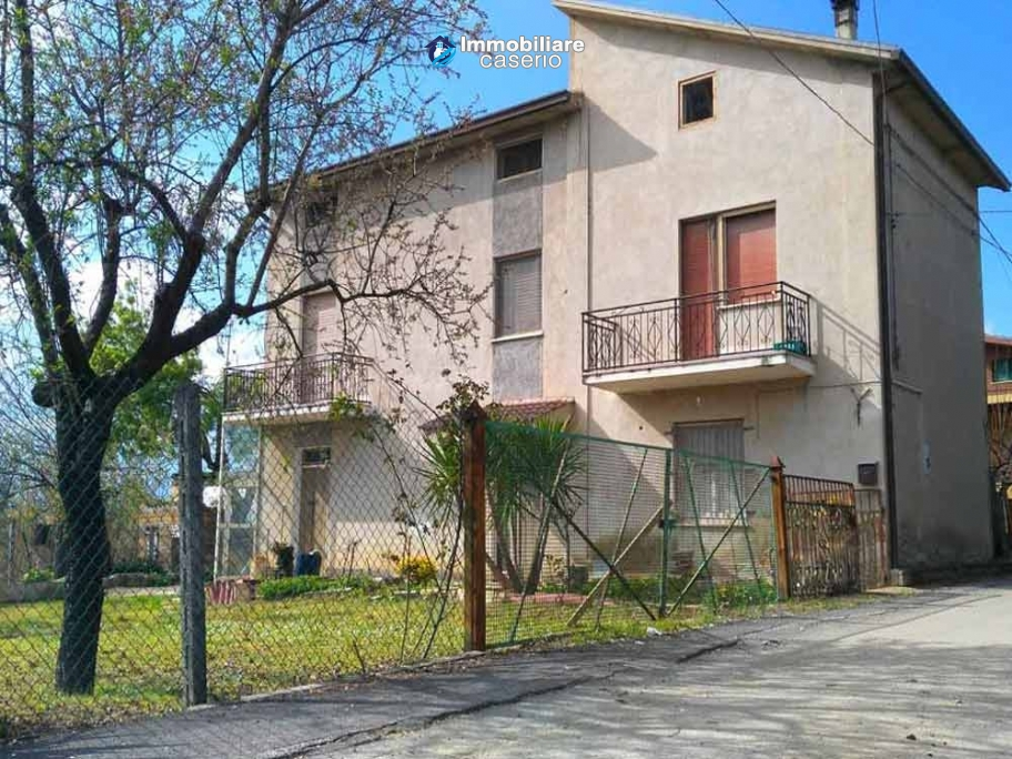 Buy houses with land with visual mountains in Abruzzo, Lanciano
