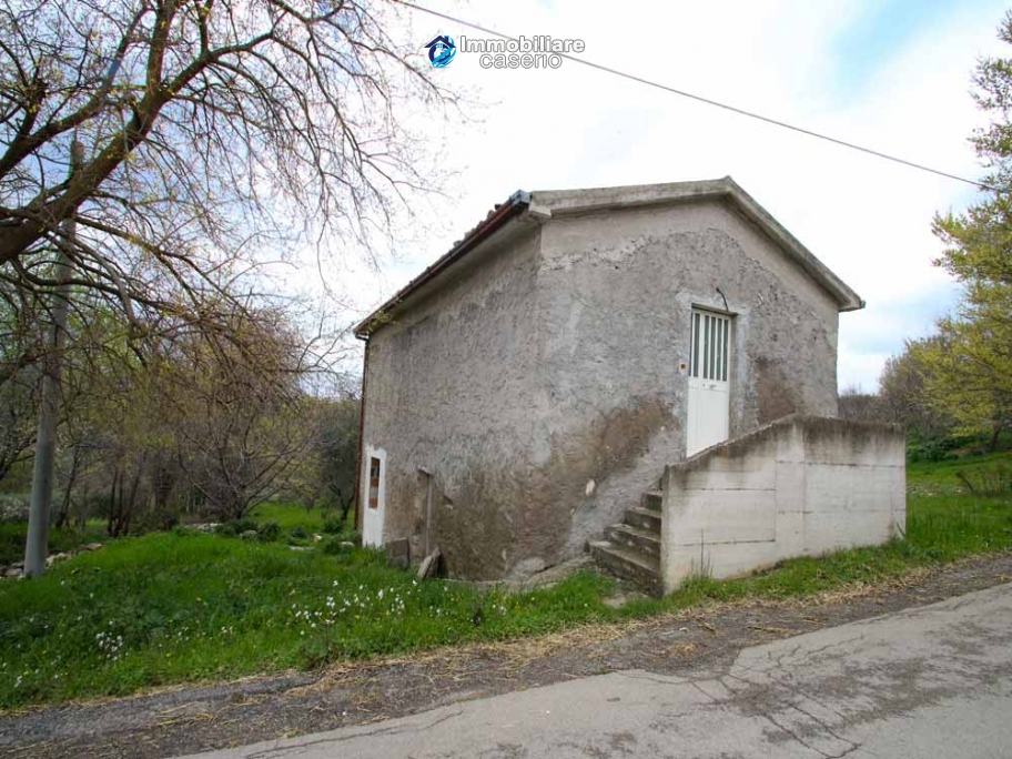 Properties with land with new roof for sale in Abruzzo, Furci