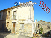 House with terrace and garden for sale in Central Italy, Abruzzo, Roccaspinalveti 1