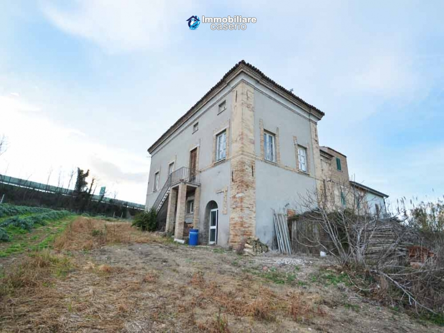 Large old brick farmhouse with land for sale in Vasto, Trabocchi Coast, Abruzzo