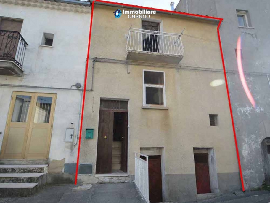 Old house in the ancient village for sale in Italy, ABruzzo, village San Buono