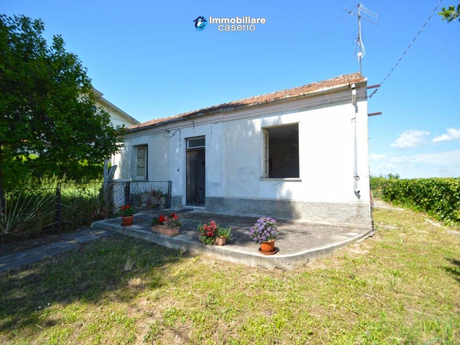House with terrace and garden for sale near the sea, Abruzzo, Villalfonsina