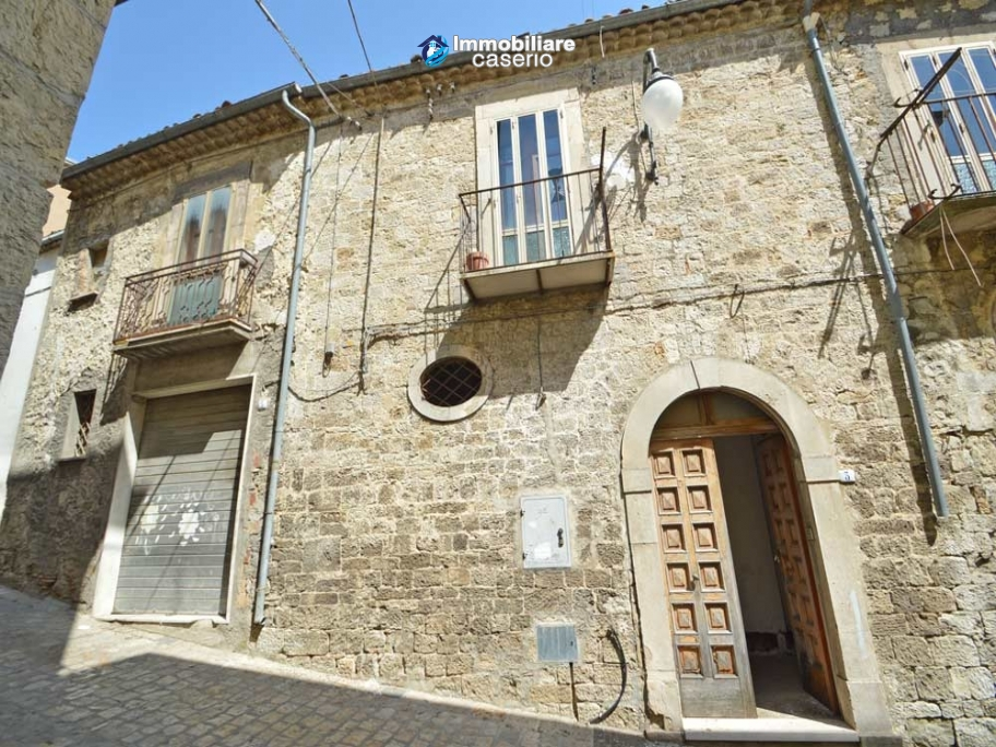 Ancient stone house with garage for sale in Molise region, village Palata