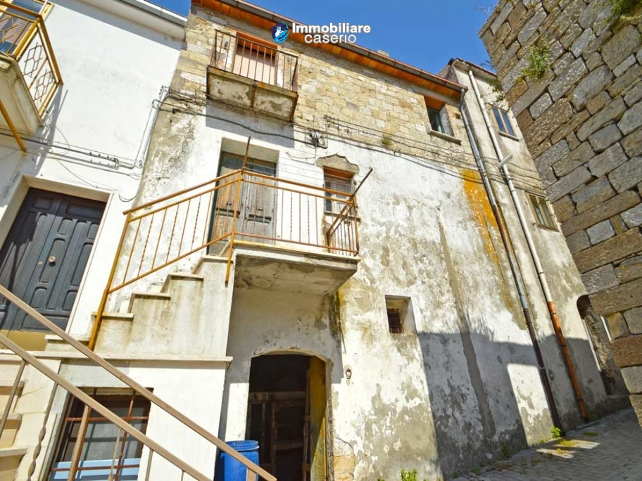 House to be restored with mountain and the sea views for sale in Italy, Molise