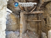 Cottage completely to renovate on sale in the ancient town of Palata, Molise 8