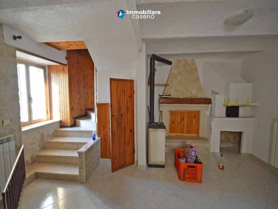 House divided in 2 large apartments with 4 bedrooms for sale in Abruzzo, Italy