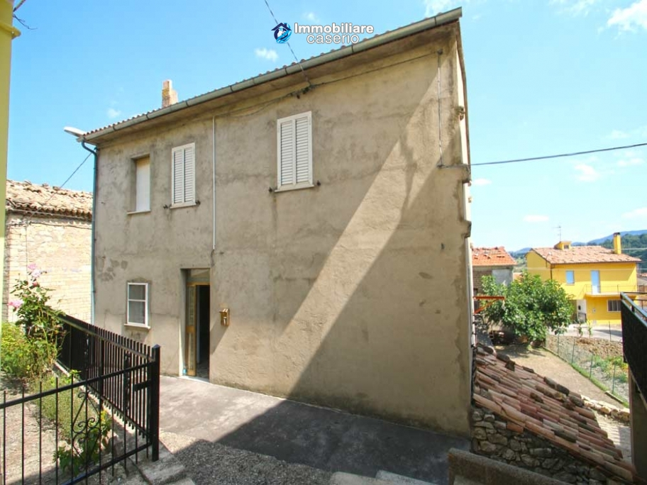 Property with seven bedrooms and garden for sale in Italy, Abruzzo, Chieti