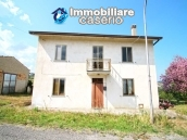 Property with 5 bedrooms and garden for sale in Abruzzo, Chieti, Roccaspinalveti 1