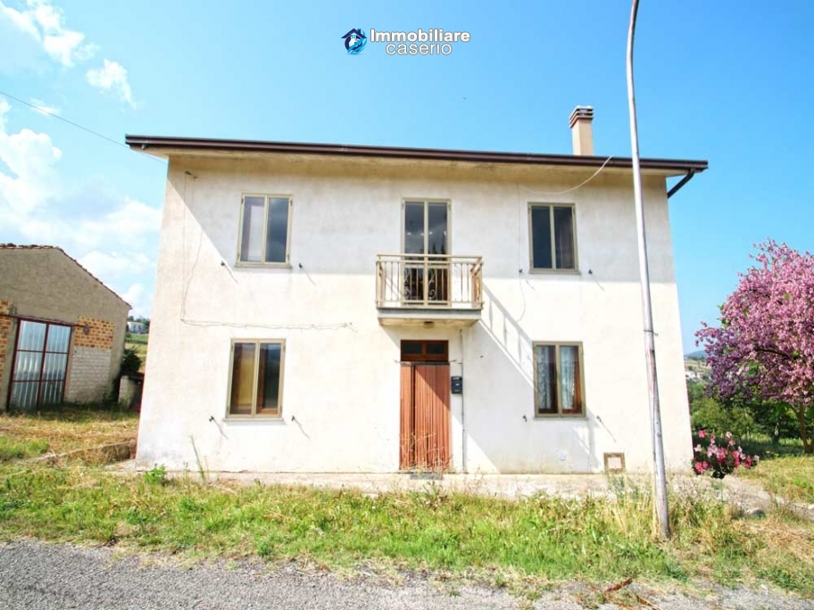 Property with 5 bedrooms and garden for sale in Abruzzo, Chieti, Roccaspinalveti