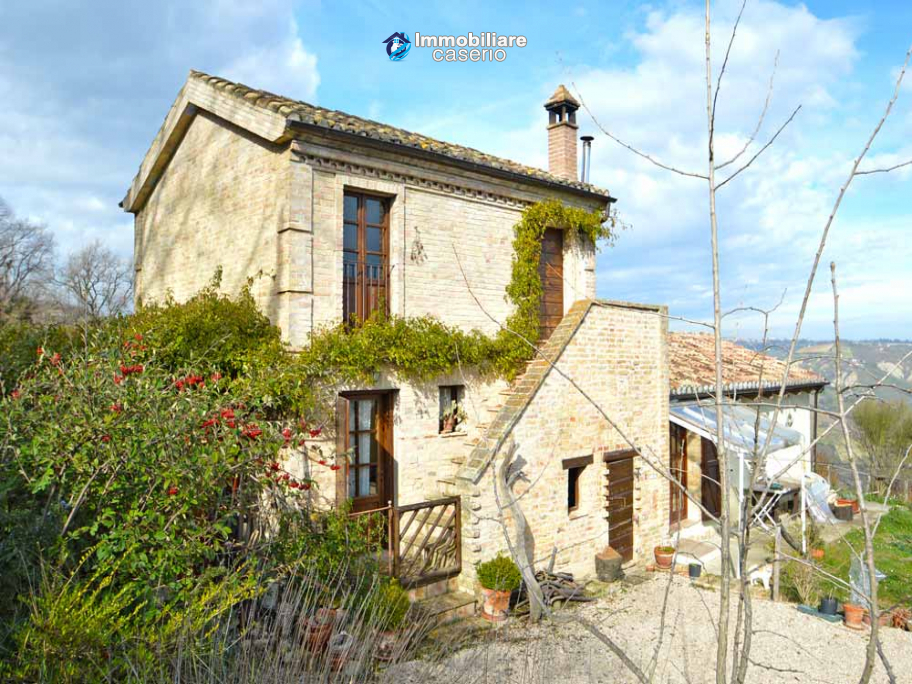 Renovated house with garden and terrace for sale in Città Sant'Angelo, Pescara