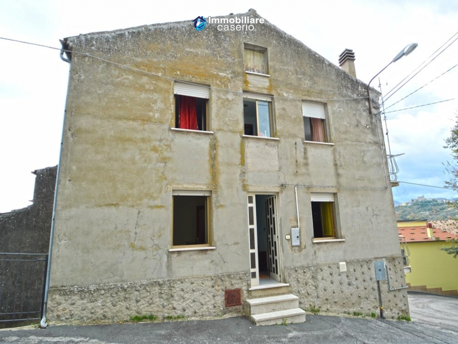 Home ready for be inhabited for sale in Abruzzo, Roccaspianlveti, Italy