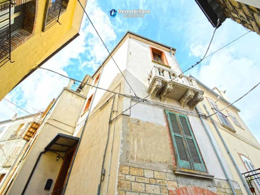 Renovated house with hobby room for sale in Abruzzo, Italy - Village Fraine