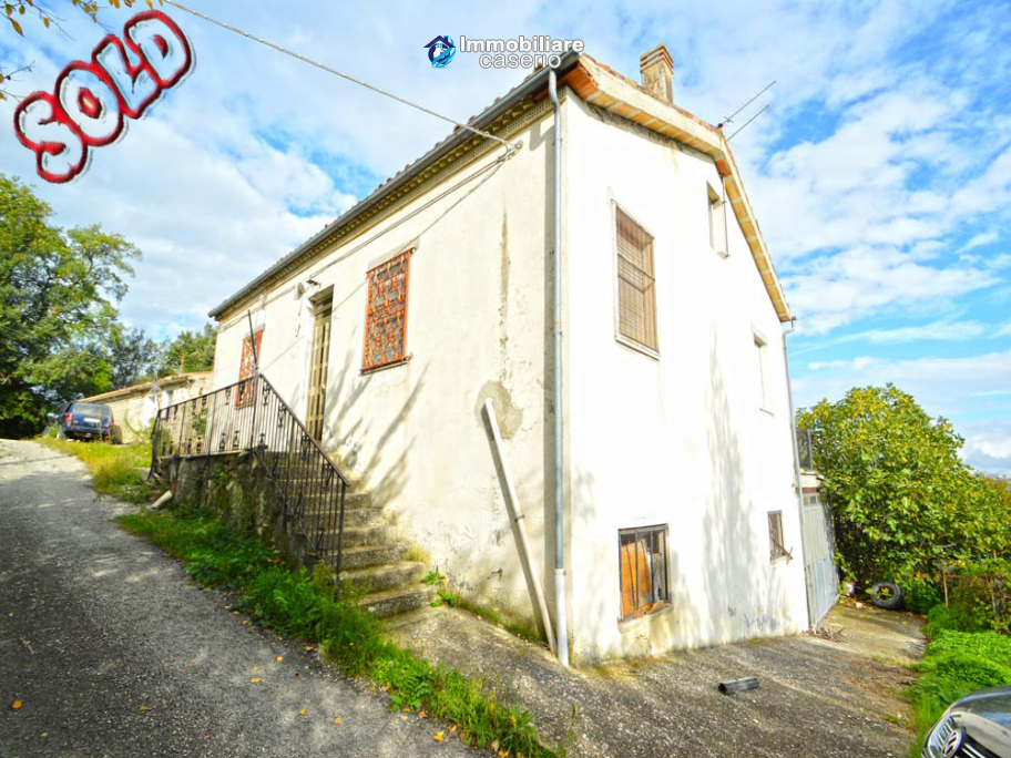 Property with terrace and garage for sale in Italy, Abruzzo