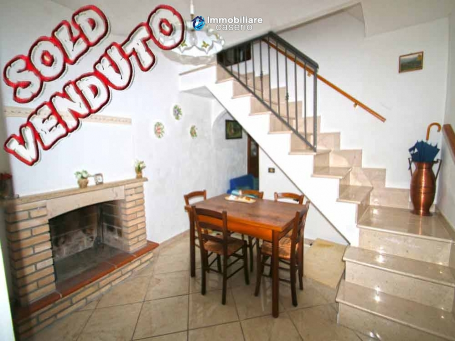 House for sale with 3 bedrooms overlooking the Abruzzo hills