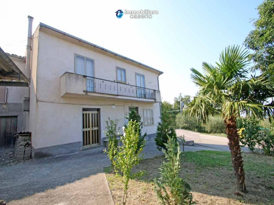 House with garage and land for sale in Italy, Abruzzo - Village Roccaspinalveti