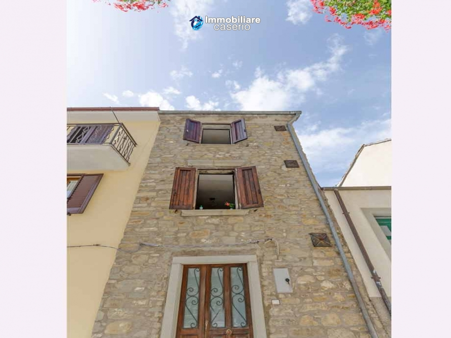 Habitable stone propertyfor sale in the hills of Molise, Agnone