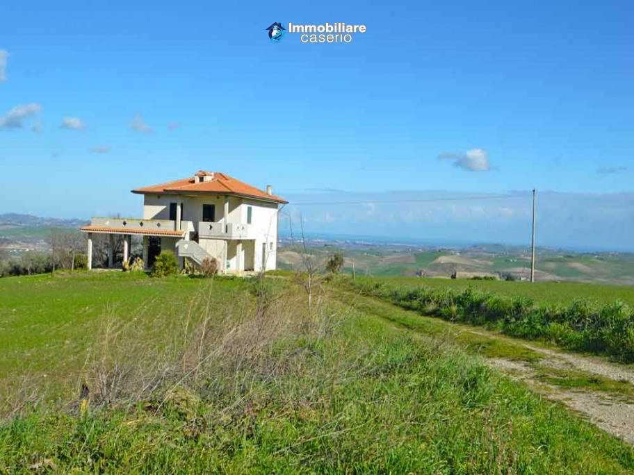 House with land and porch with sea view for sale in Italy, Region Molise - Mafalda